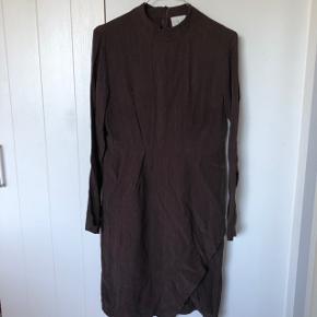 Sælger denne fine mørkebrune kjole fra Just Female