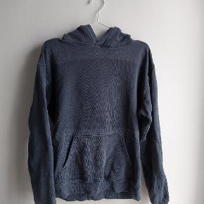 Hoodie fra et LA mærke, har kostet ca 400$ den har et slidt udtryk undtagen midt på kroppen, minder meget om Yeezy hoodie
