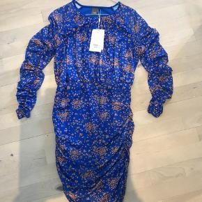 Stine Goya lignende kjole med draperinger 🌸☺️ Også super flot og behagelig på den gravide mave. 🤰🏽👌🏻