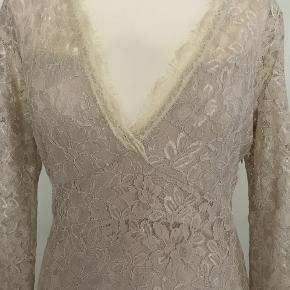 Flot kjole fra Buch Copenhagen. Der står M i kjolen men den passer bedre til en S Aldrig brugt