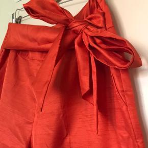 """Fine bukser fra Day med lynlås i siden, lommer og bindebånd.  Modellen hedder """"Day Birger et Mikkelsen Day Straw Bukser"""".   Fri fragt hvis du køber 2 eller flere varer :)"""