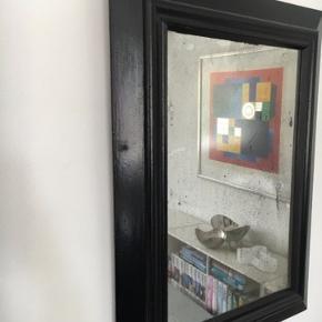 Flot gammelt spejl med patina i form af spejlpest.