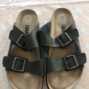 Helt nye sandaler, fra NANOK