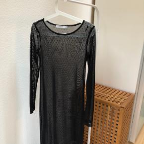 Ubrugt prikket lang kjole fra Gestuz 🙏🏼