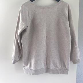 Beige sweatshirt med 3/4 ærmer  Køber betaler fragt og TS   BYTTER IKKE