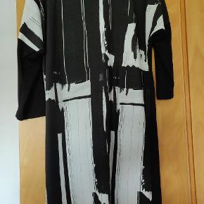 Brugt kjole, men stadigvæk meget pæn. ingen pletter eller huller