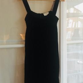Velour kjole i viskose og silke med silkefor.