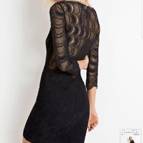 Lækker blondekjole med utrolig flot ryg. Str. M. Style Berkeley