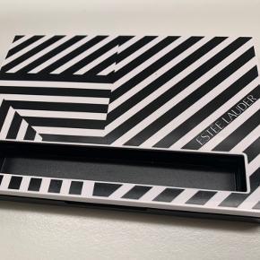 Virkelig smuk stor palette fra Estee Lauder, den velkendte lækre kvalitet!   Ubrugt📌  Tjek også mine andre lækre tilbud på TRENDSALE 📌🤩