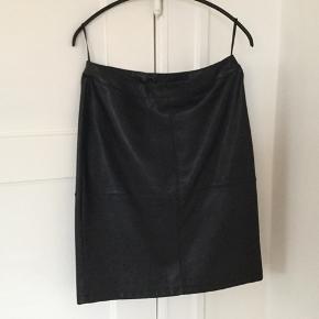 Sort fake læder nederdel aldrig brugt.
