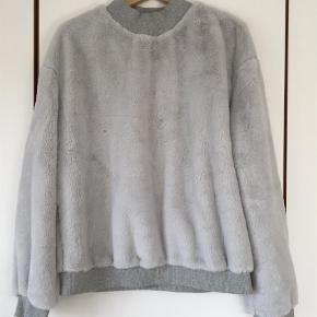 Varetype: Sweatshirt Farve: Grå