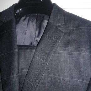 Ubrugt Tiger of Sweden jakkesæt - str.52 Nypris: 4000 (stadig i Suite-bag)