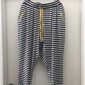 Smarte Jersey bukser  Str M ( 46-48 )  Ny pris 599 kr