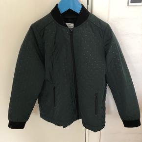 Super fin overgangsjakke i en mørk grøn str. 8 årNypris 899 kr, brugt få gange.