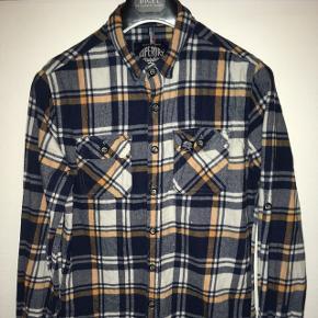 Super lækker ternet herre skjorte fra Superdry (The Refined Lumberjack) str. L. Kun brugt få gange. Pæn som ny. Fra røgfrit hjem.