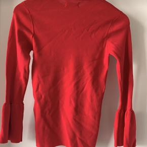 Envii bluse med fine detaljer ved ærmet