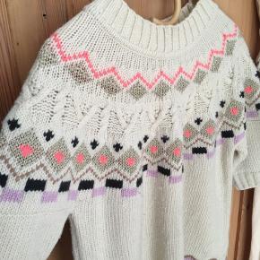 Smuk sweater med det fineste mønster fra Mads Nørgaard. Jeg sender gerne flere billeder.
