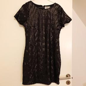 Flottest paillet kjole fra Denim Hunter i sort. Aldrig brugt og nypris er 899 kr   Tags; Zara, Mango, H&M