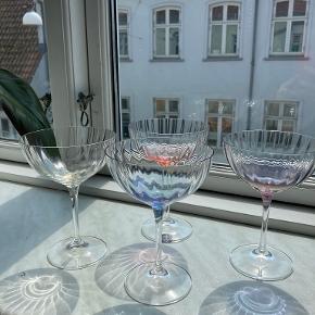 Anna Von Lipa glas