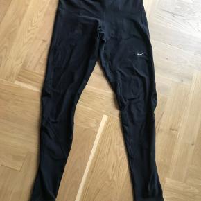 Fine sorte løbebukser / løbetights.  Kan afhentes på Frederiksberg eller sendes på købers regning :)