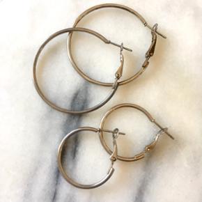 Creoler / hoops i sølv. Begge par for 59kr inkl, eller et par for 39 inkl