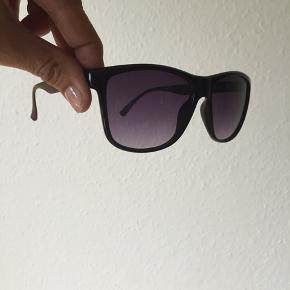 Gucci solbriller Kvittering haves  Kan beses/afhentes Kbh Sydhavnen eller sender med DAO