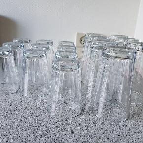 Skålene har kun stået i et skab, Glassene har været brugt, men altid vasket i hånd