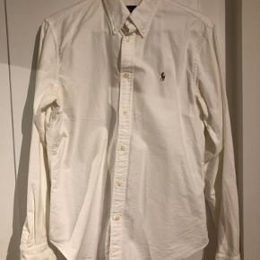 Super fin skjorte. Fejler intet.