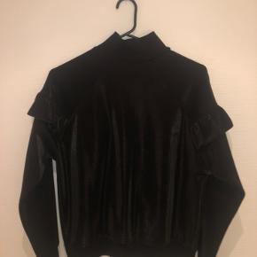 Super sød sweatshirt / bluse fra Envii:))   Kan sendes med DAO - køber betaler fragt;)