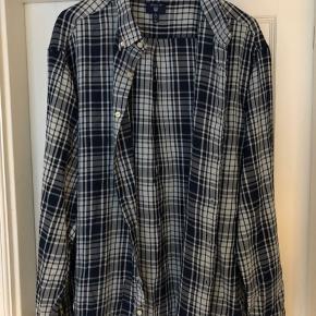 Klassisk blåternet skjorte  Køb begge GANT skjorter for 400 inkl porto