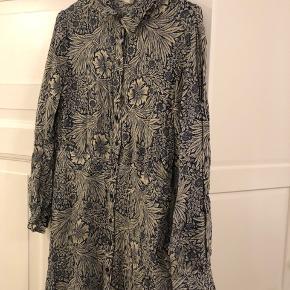 Sød kjole fra H&M i str. 40 (passer en 38). Nærmest ikke brugt ✨ #30dayssellout