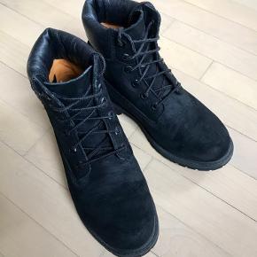 Gode vinterstøvler. Trænger til nye snørebånd. Ellers i fin stand :)