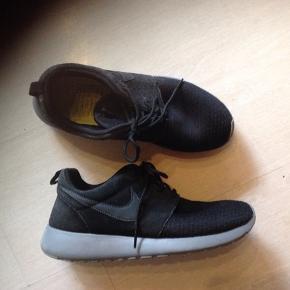 Lækre sko, hvor det bagerste er ruskind