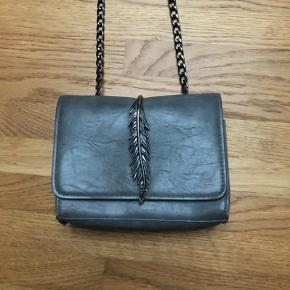 Sælger denne smukke taske i den fineste kvalitet. Taksen er gammel og er aldrig brugt. (Derfor husker jeg ikke prisen).