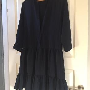 Mørkeblå kjole - brugt få gange - ny pris 500,-