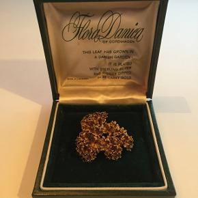 "Flora Danica broche ""persille"" Sterling silver belagt med 24 karat guld Butikspris 1199,-"