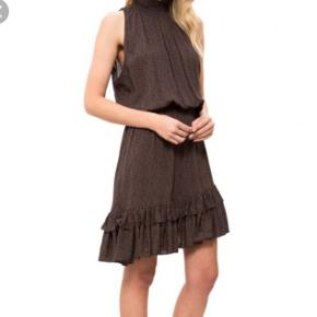 Overvejer at sælge min virkeligt fine kjole fra Designers Remix by Charlotte Eskildsen i str medium/40. 😊Style: Rion Smock Dress