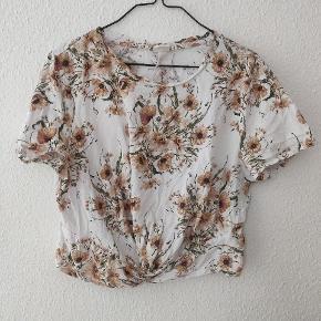 H&m crop t-shirt xl hvid med blomstermønster