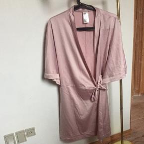 Kimono fra H&M str m, passes også af s.