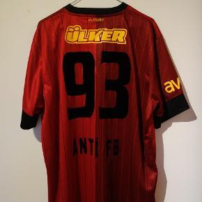 "Galatasarays tredje trøje fra 2012/2013 med nummer 93 og ""Anti FB"" bagpå.  tags: Galatasaray, tyrkiet, turkey, fodboldtrøje, fodboldtrøjer, fodbold"