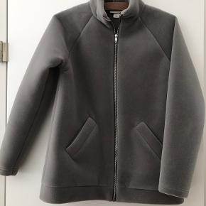 Blød jakke som er vandafvisende