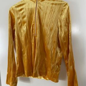 Gul trøje fra Samsøe & Samsøe  Næsten ikke brugt  Fra ikkerygerhjem