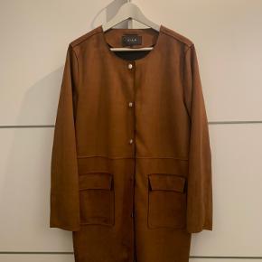 """Rigtig fin VILA """"ruskind"""" jakke. Brugt max 1-2 gange.  Nypris 500 kr."""