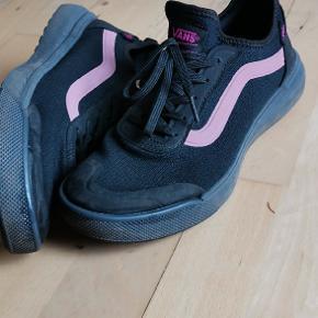 Vans ultrarange. Super behagelige sneakers! Men kun brugt få gange da farven var fejlkøb.