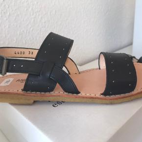 Helt nye sandaler fra Angulus, der aldrig er brugt.