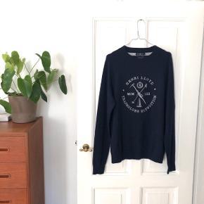 """Henri Lloyd """"Crompton Regular Crew Neck"""" sweater str. L i marineblå. Materiale: 80% lammeuld & 20% nylon. Nypris: 1.200 kr. Ⓜ️  Byd gerne kan både afhentes i Aarhus C & sendes på købers regning 📮✉️"""