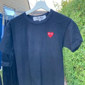 Comme Des Garcons t-shirt Str. M - fitter 170 og nedefter (krympet i vask)