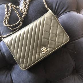 Sælger min smukke Chanel taske da jeg har fået øje på en ny. Købt herinde fra deede til 12.500 dustbag og  autencitet kort følger med