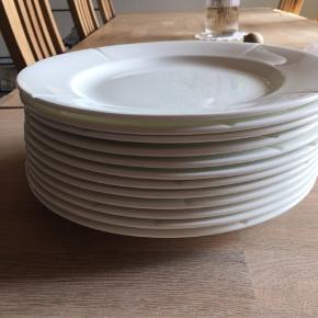 12 stor tallerkner fra Rosendahl ingen skår eller fejl, brugt få gange