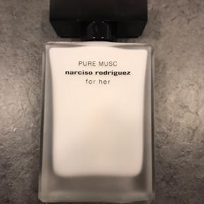 Narsico Rodriguez Pure Musc 50 ml, brugt 3-4 gange. Man kan ikke se gennem flasken så kan ikke vise hvor meget der er tilbage. Handler via TS. Pris er fast!
